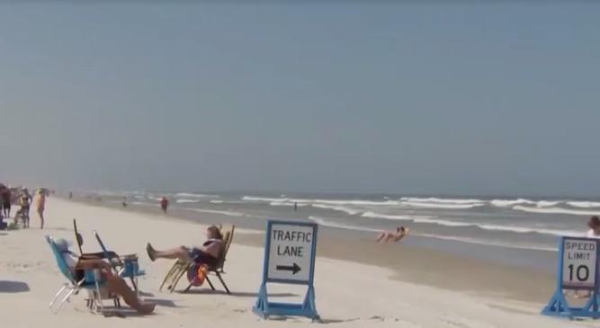 Tiburón muerde a mujer en el muslo en una playa de Florida