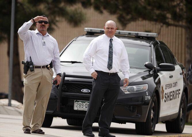 FBI busca a mujer por amenazas a la escuela secundaria Columbine
