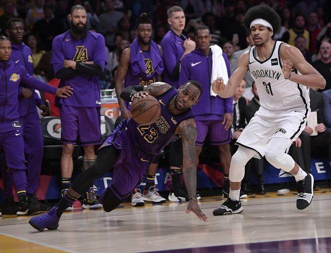 Lakers caen ante Nets y LeBron James queda fuera de los 'playoffs'