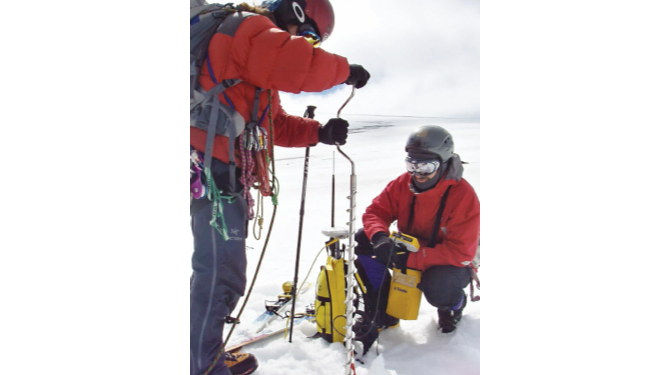 Científicos hallan en Antártida fósiles de un pingüino gigante