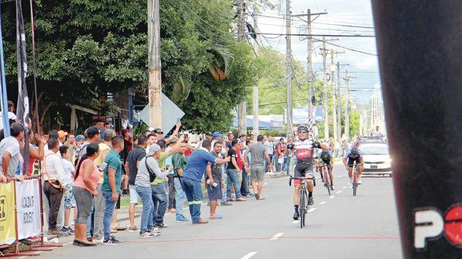 Ortiz gana etapa; se sostiene Chaparro