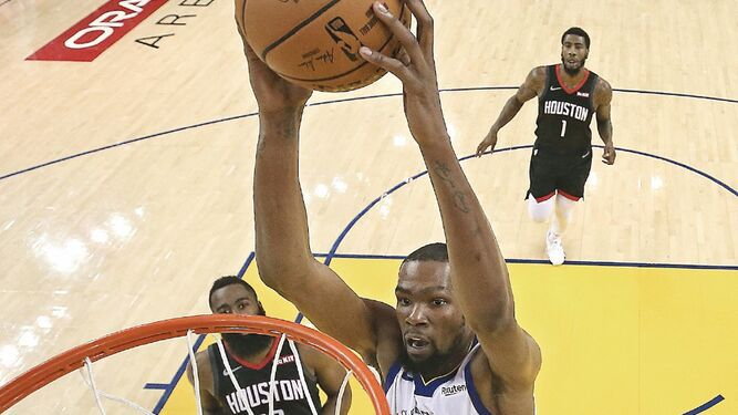 Rockets, al borde del abismo; Bucks a la final del Este