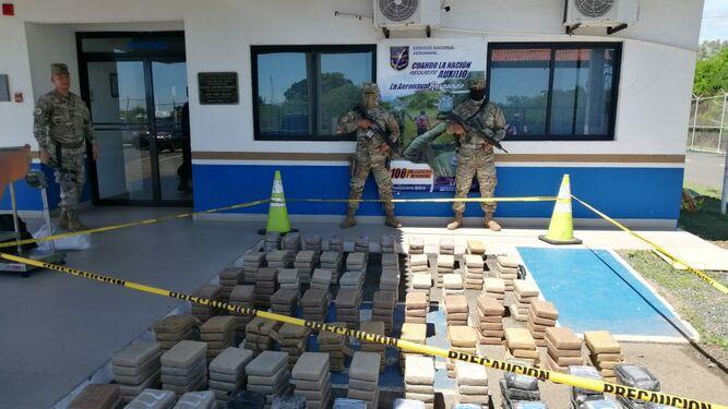 Tres colombianos detenidos por el decomiso de droga que era transportada en una lancha rápida
