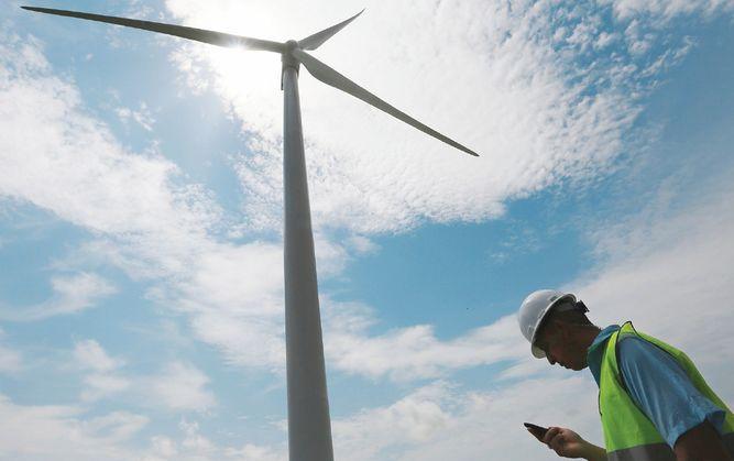 Energía solar y eólica relegan a otras fuentes limpias