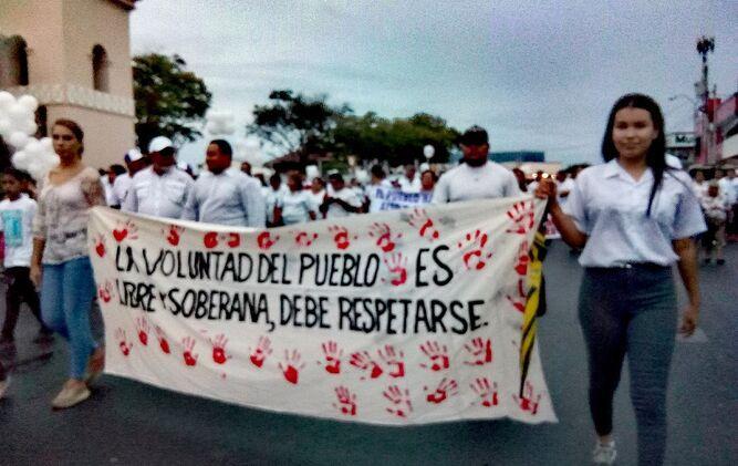 Manifestación a favor de diputado electo en Aguadulce