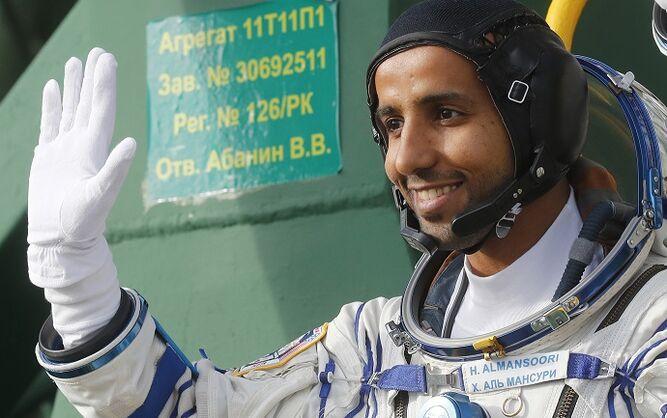 Tres astronautas, entre ellos el primer emiratí, llegan a la EEI