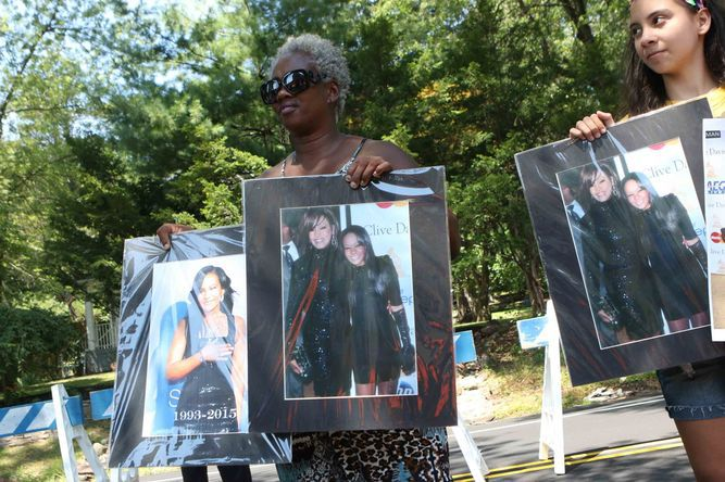 Hija de Whitney Houston descansa desde hoy junto a su madre