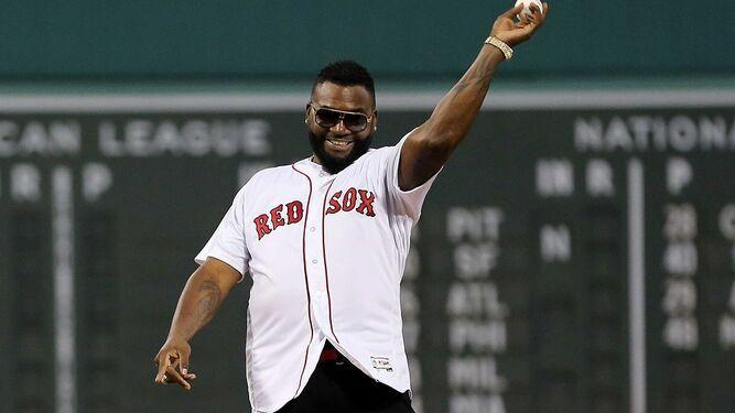 Big Papi Ortiz reaparece en Boston y lanza la primera bola en partido contra Yankees