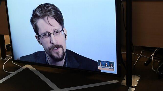 Edward Snowden dice que quiere volver a Estados Unidos, pero con 'juicio justo'