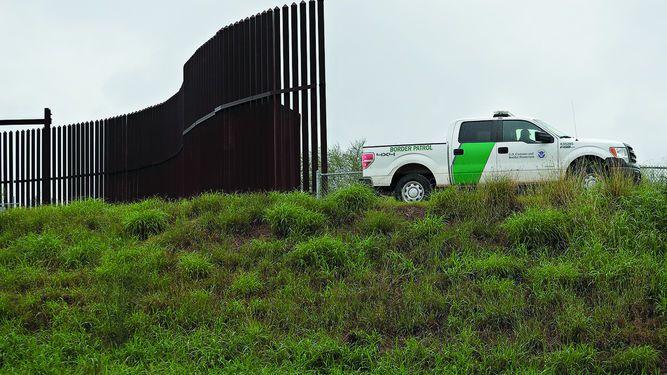 Cámara de EU aprueba fondos para muro