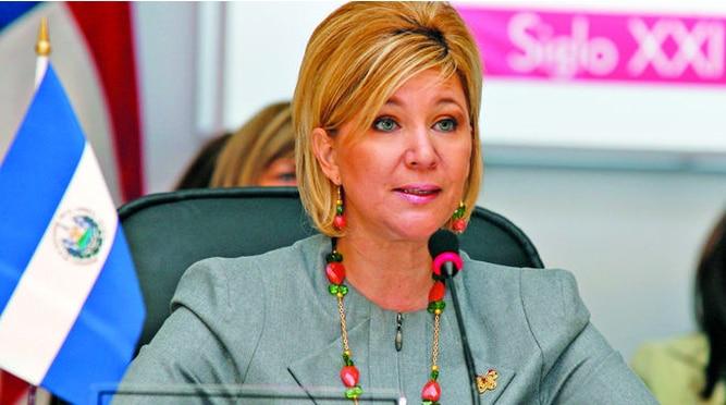 El Salvador: fiscalía pide revocar libertad de esposa del expresidente Saca