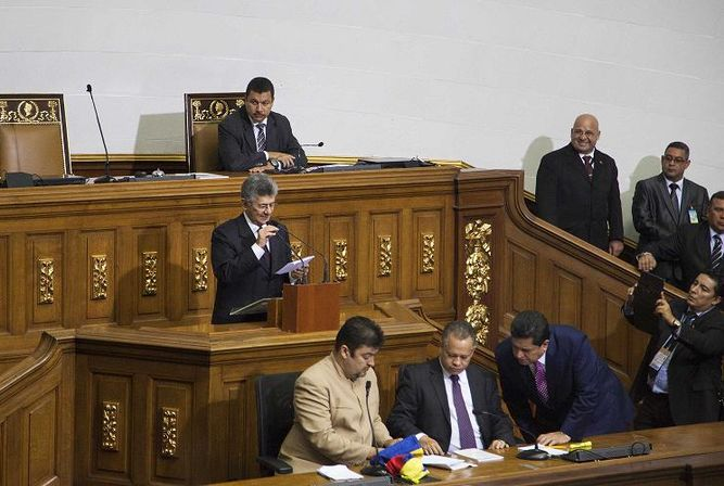 Polémica tras juramentación de tres diputados opositores impugnados
