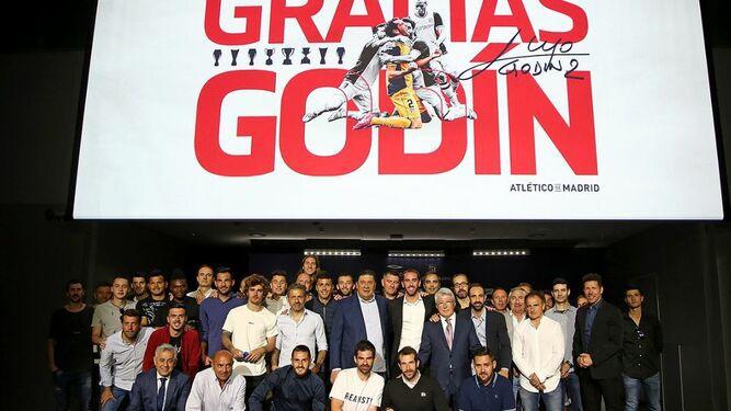 Godín, emocionado, se despide del Atlético de Madrid