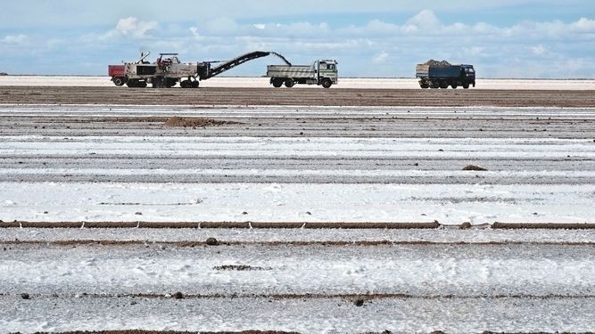 Consorcio de China acuerda industrializar litio en Bolivia