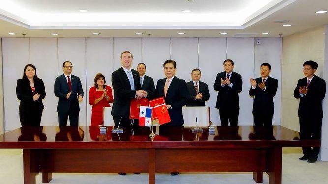 China y Panamá firman memorando que formaliza negociación de TLC