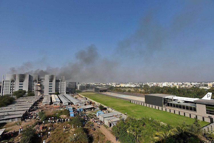 Incendio en sede del mayor fabricante de vacunas del mundo, situado en India