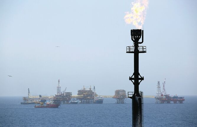 Compañía china se retira de campo petrolero iraní
