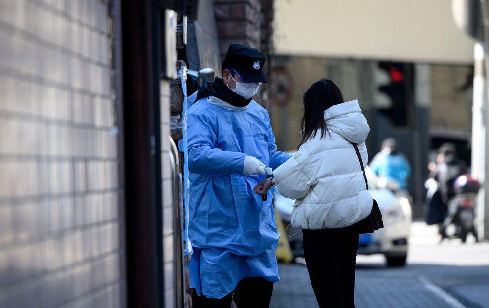La OMS pide calma por el coronavirus que mató a más de 2 mil personas en China