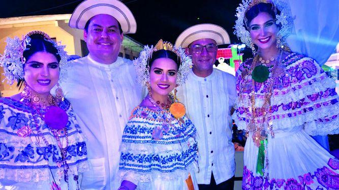 Alvareza Corp. en el Desfile de las Mil Polleras