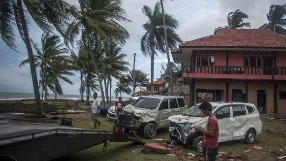 La lluvia dificulta los esfuerzos desesperados de rescatistas indonesios