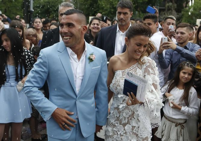 Asaltan en la casa de Carlos Tévez mientras festejaba su boda