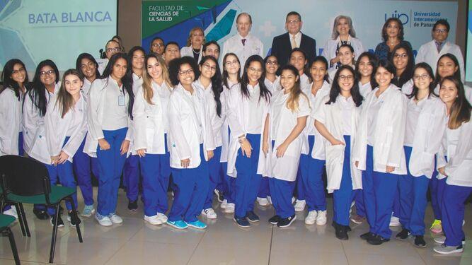La UIP celebró la décima primera edición de la ceremonia Bata Blanca
