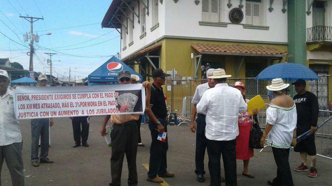 Jubilados vuelven a exigir a Varela que sancione proyecto sobre décimos