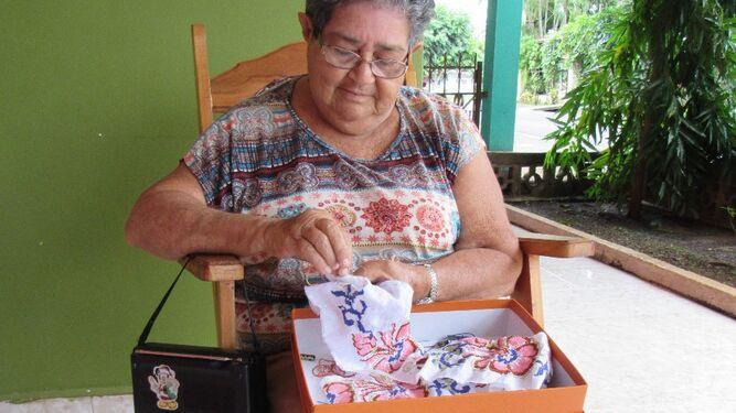 Artesanos santeños protestan por importación de productos que simulan artesanías
