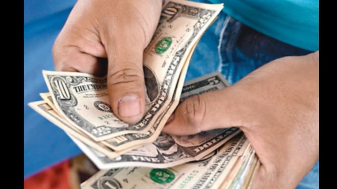 Salario mínimo es insuficiente para compras escolares