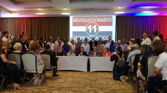 Juan Carlos Navarro declina a favor de Ernesto Pérez Balladares