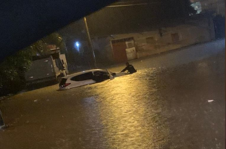 Al menos 400 viviendas afectadas por inundaciones, un desaparecido y desvío de aviones por fuertes lluvias