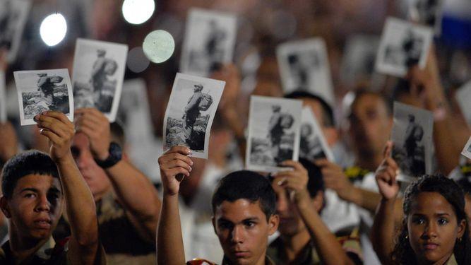 Multitud rinde tributo a Fidel Castro en presencia de líderes latinoamericanos