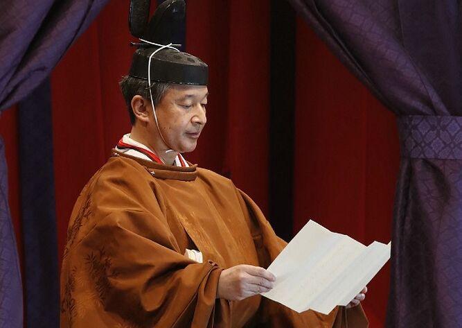 Nuevo emperador de Japón proclama formalmente su entronización