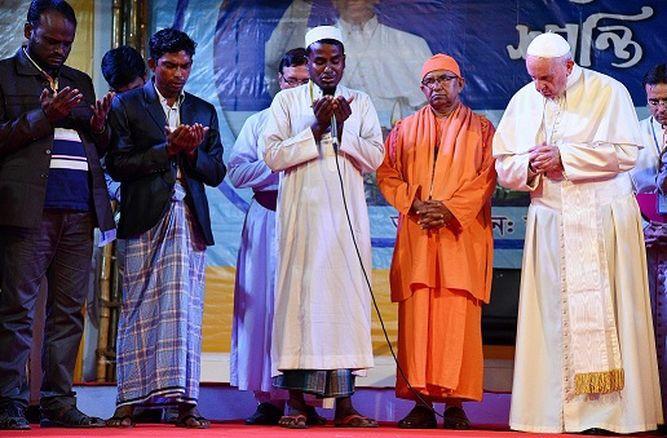 El papa Francisco cierra su gira por Asia tras reunirse con refugiados rohinyás