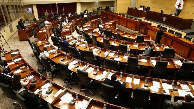 Asamblea Nacional justifica licitación para alquilar 12 vehículos por casi $300 mil