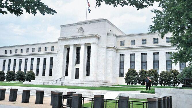 Mercado espera recorte de tasas de la FED este mes