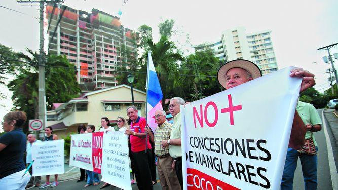 Millonaria demanda a activistas