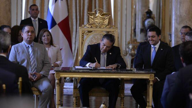 Presidente Cortizo sanciona ley que crea las asociaciones público privada