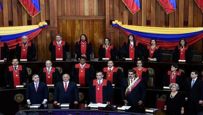 Corte suprema venezolana ordena enjuiciar a tres diputados opositores