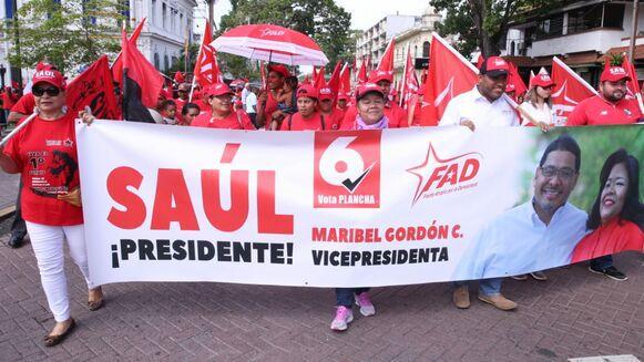 Trabajadores celebran su día con una marcha