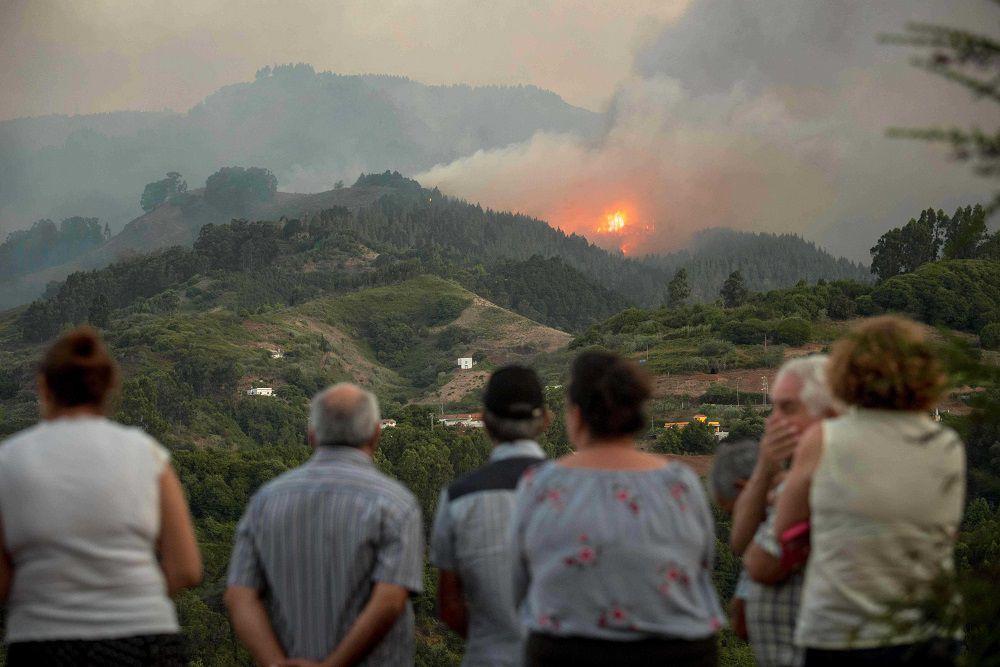 Incendio sin control provoca 'drama medioambiental' en Canarias