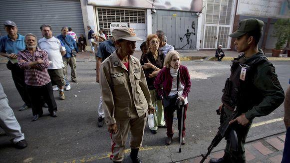 Venezolanos eligen a alcaldes en  un clima de escepticismo