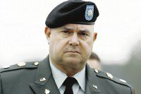 Juez desecha dos cargos contra militar