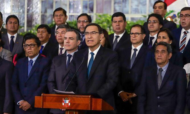 Presidente Vizcarra amenaza con disolver el Congreso si rechaza reformas anticorrupción