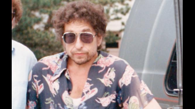 Libro ofrece una mirada distinta al enigmático Bob Dylan