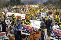 Miles piden el fin de la guerra en Irak