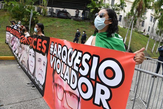 Protesta ante la Corte Suprema por fallo de no culpabilidad a favor del diputado Arquesio Arias