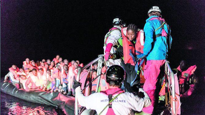 Rescatan a migrantes en el Mediterráneo