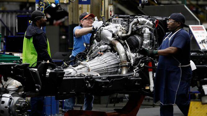 Empleados de General Motors llaman a la huelga en Estados Unidos