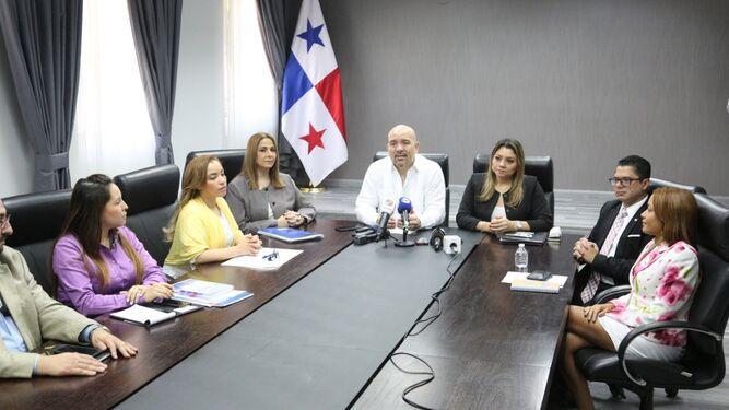 Ejecutivo trabaja en nueva política migratoria; pondrá fin a Crisol de Razas